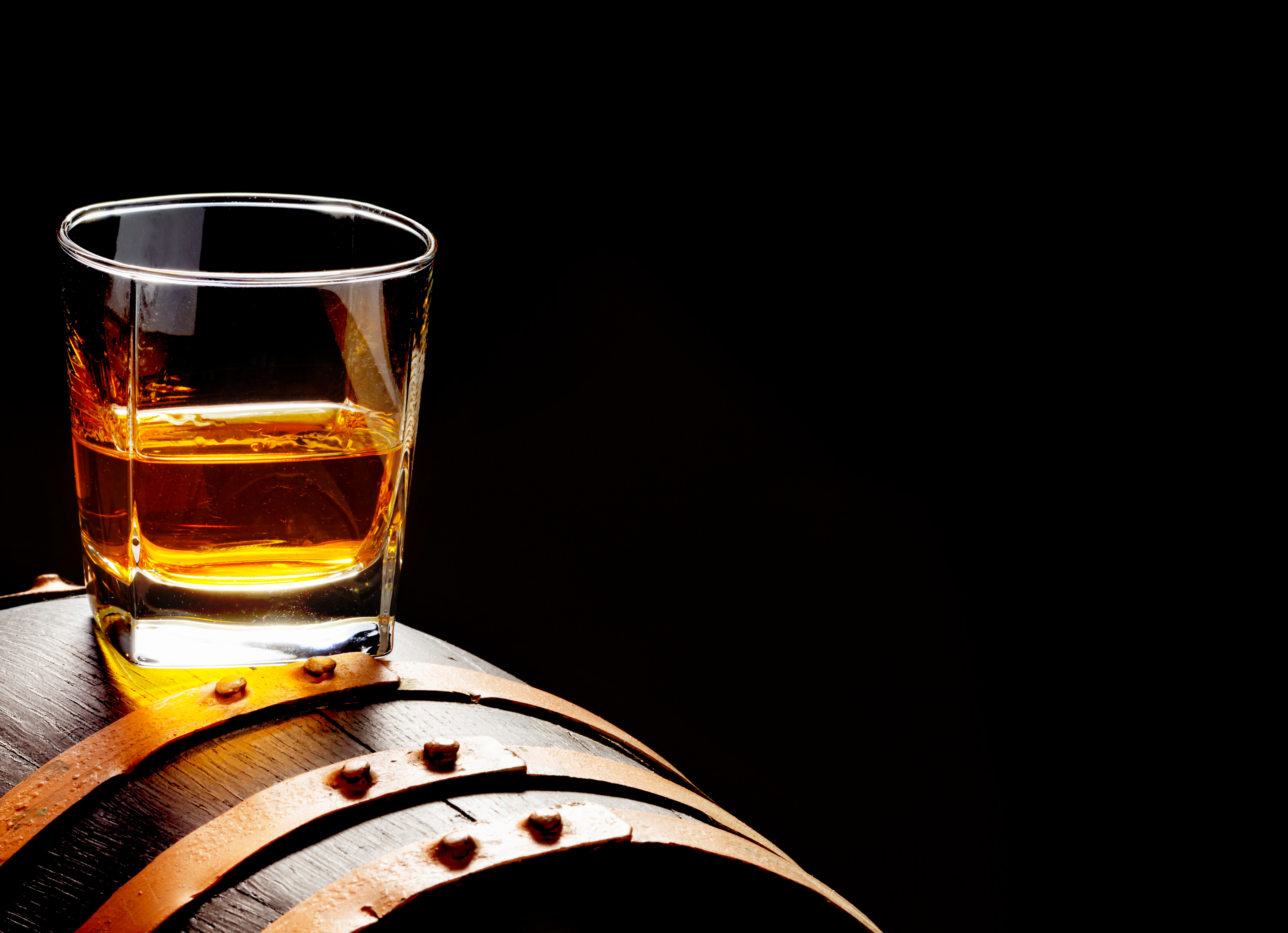 Whiskey,Sample,,Whiskey,Glass,Stands,On,A,Whiskey,Barrel