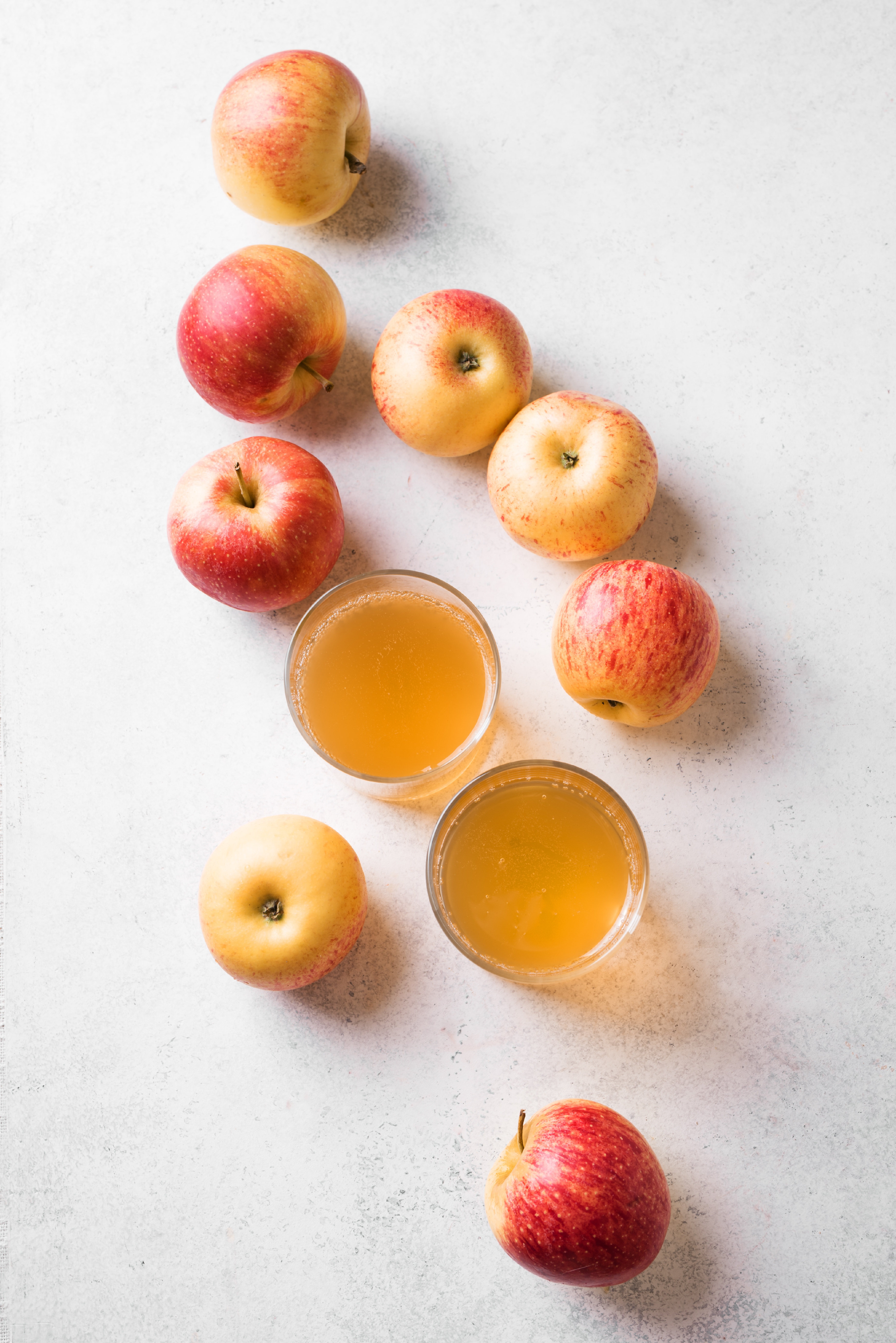 Apple,Cider,Or,Juice,Drink,And,Apples,On,White,Background,