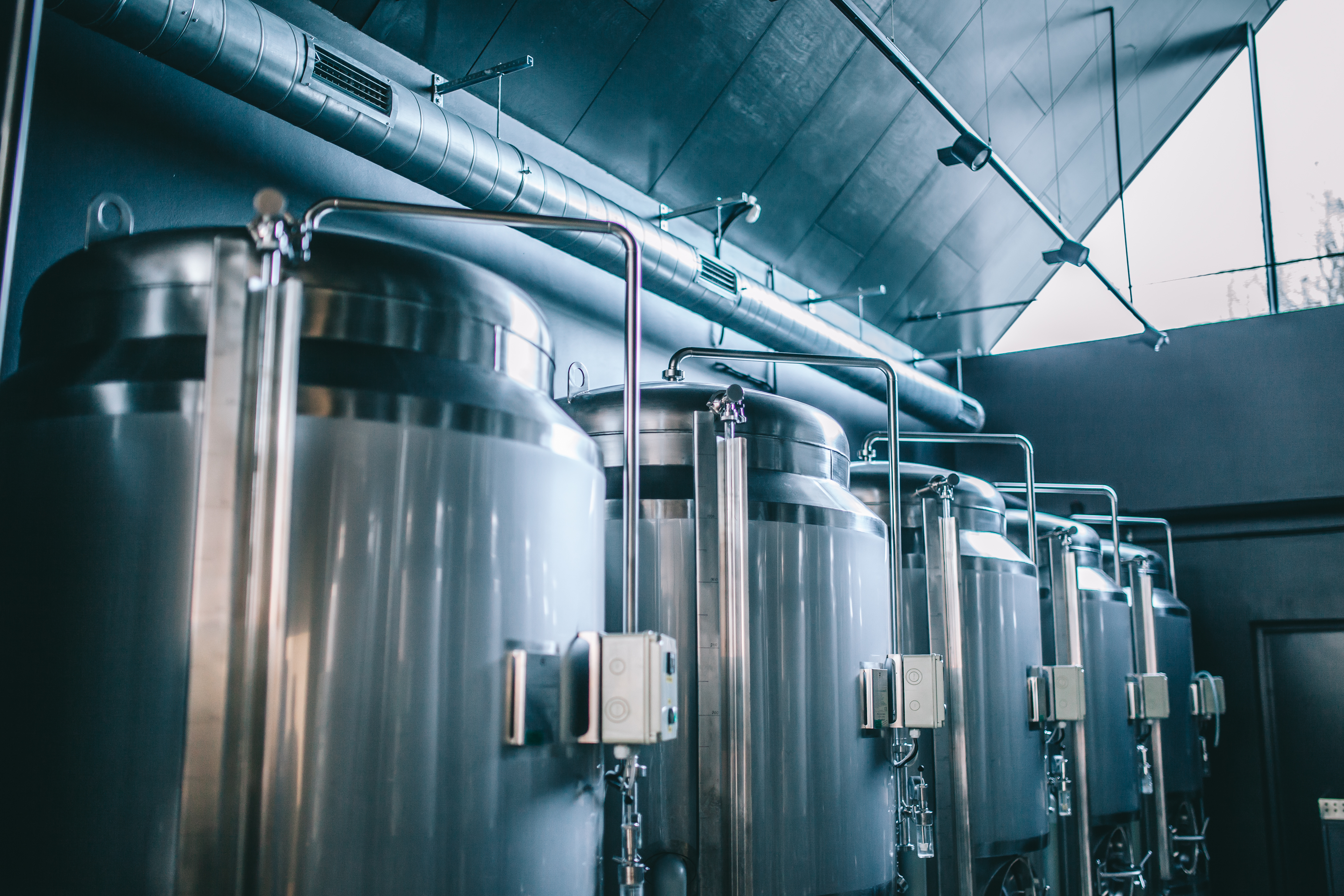 Craft,Beer,Brewing,Equipment,In,Brewery!,Metal,Tanks,,Alcoholic,Drink